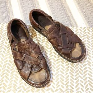Born men's brown leather sandals. 9 (40.5)